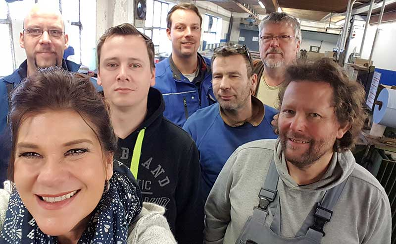 Teamfoto der Mitarbeiter der Metallveredlung Lange in Rinteln